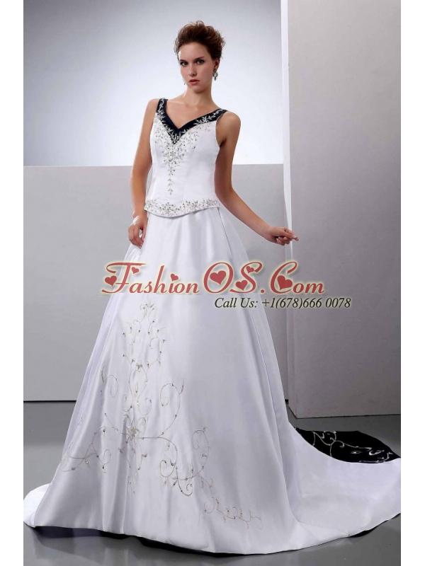 Embroidery A-Line / Princess V-Neck Wedding Dress Court Train Satin