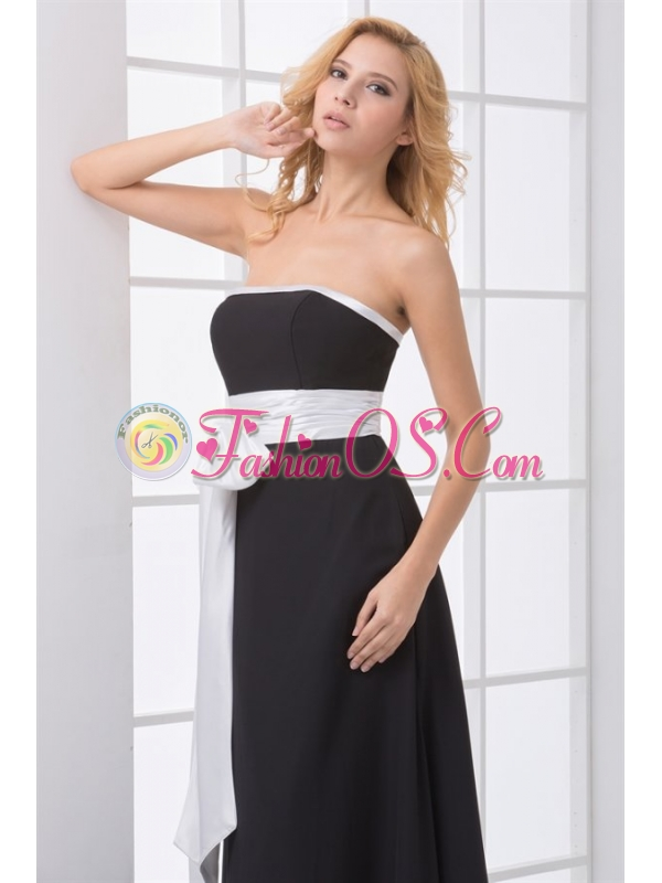 Elegant Empire Strapless Floor-length Black Prom Dress with Sash