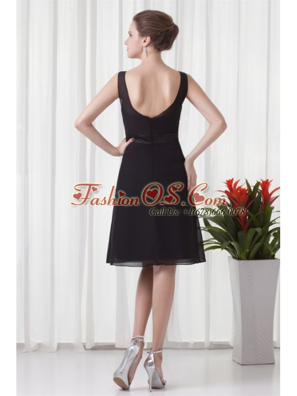 Empire Scoop Black Knee-length Ruching Chiffon Prom Dress