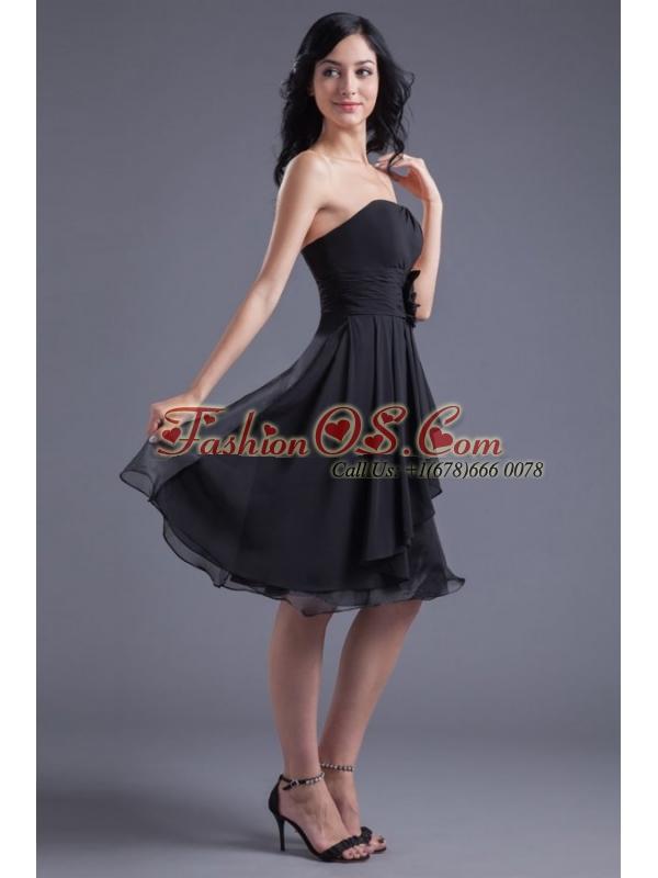 A-line Black Strapless Knee-length Hand Made Flowers Prom Dress