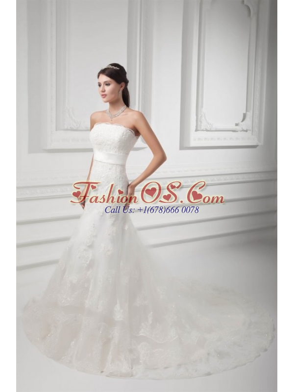 Clasp Handle A-line Strapless Lace Wedding Dress with Chapel Train