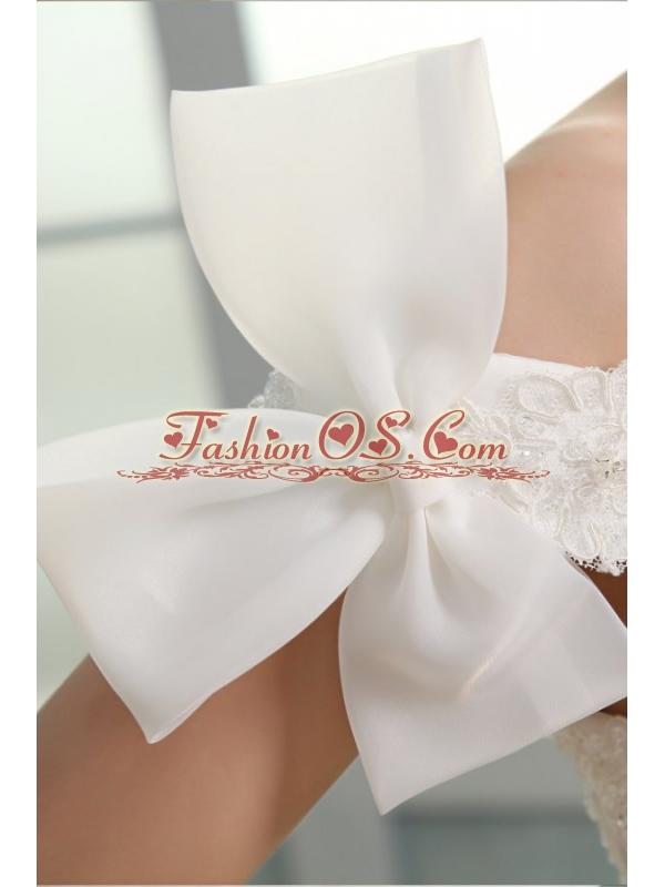 Off The Shoulder A-line Appliques and Pick-ups Organza Wedding Dress
