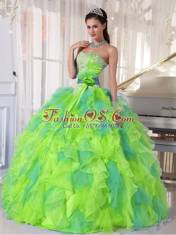 2014 Sweetehart Organza Quinceanera Dresses 2014 with Appliques and Ruffles