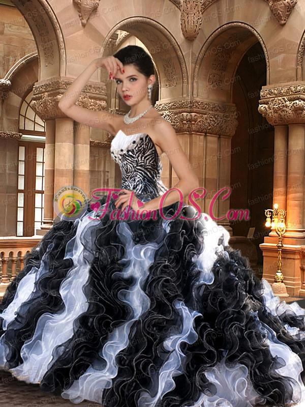 2015 Fashionable Black and White Dresses with Ruffles for Quinceanera