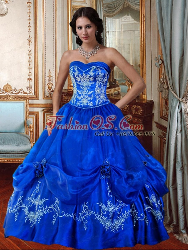 Affordable Sweetheart Princess Royal Blue Quinceanera Dresses with Embroidery and Beading For 2015