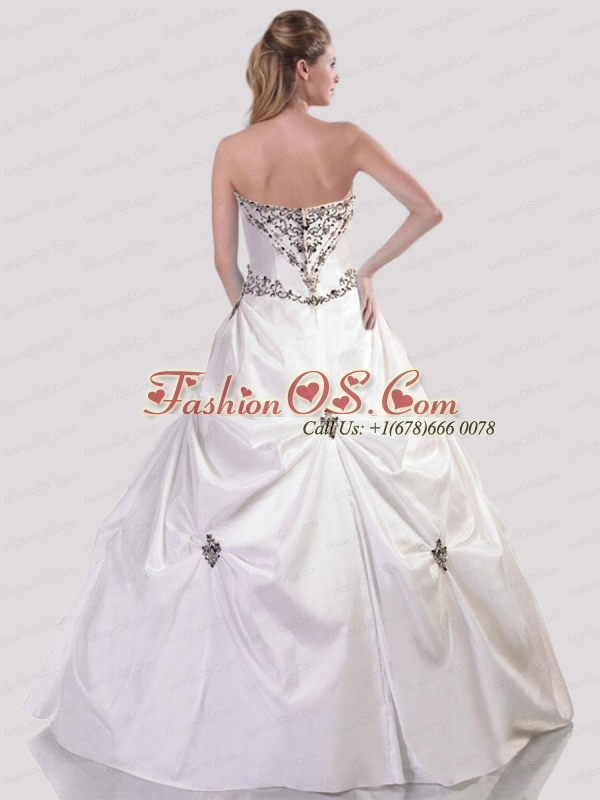 Inexpensive Embroidery Sweetheart White Quinceanera Gown with Appliques