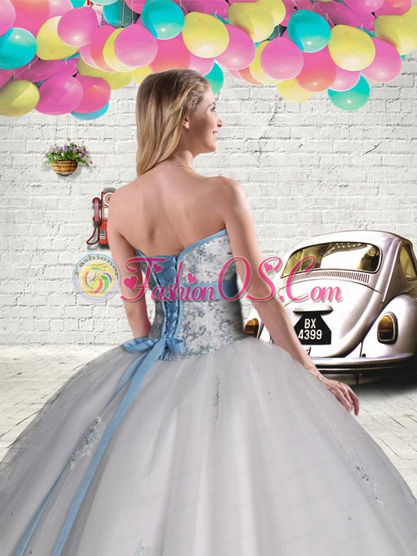 2015 Elegant Tulle White Quinceanera Gown with Beading and Appliques