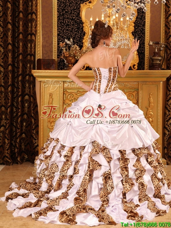 2016 Gorgeous Ball Gown Strapless Brush Train White Quinceanera Dresses