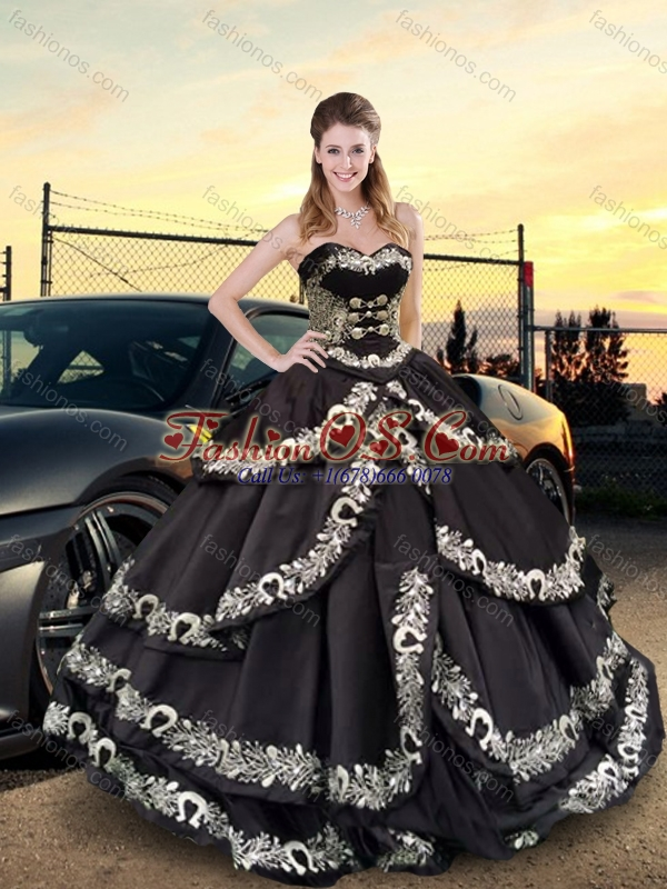 2016 Latest Embroidery Sweetheart Quinceanera Dresses in Black