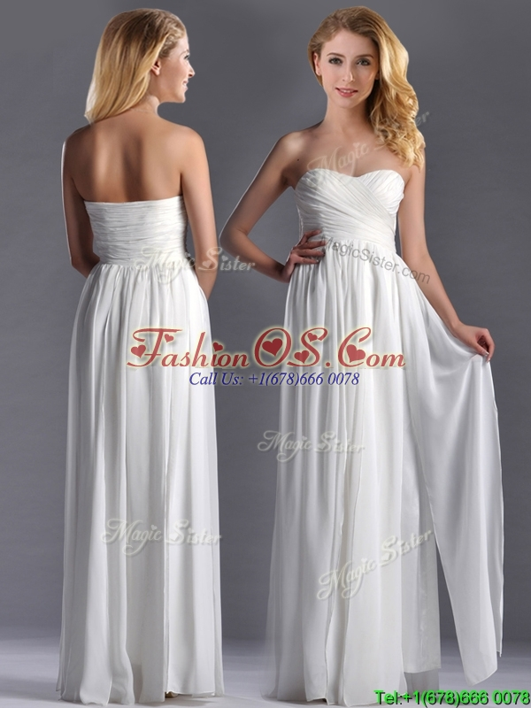 Exquisite Empire Sweetheart Ruched White Long Dama Dresses for Quinceanera in Chiffon