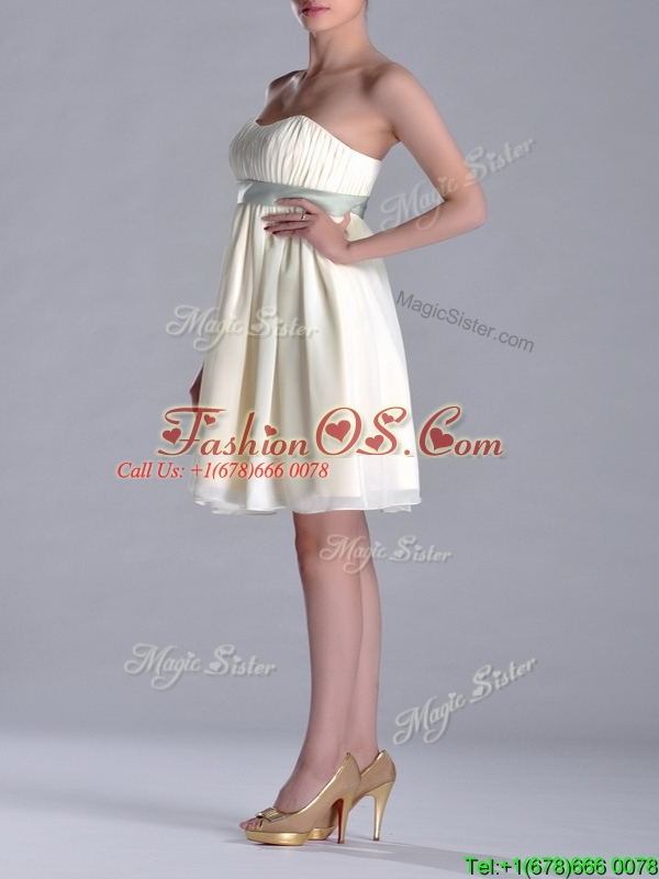 Modern Empire Light Yellow Dama Dresses for Quinceanera with Ruching and Belt