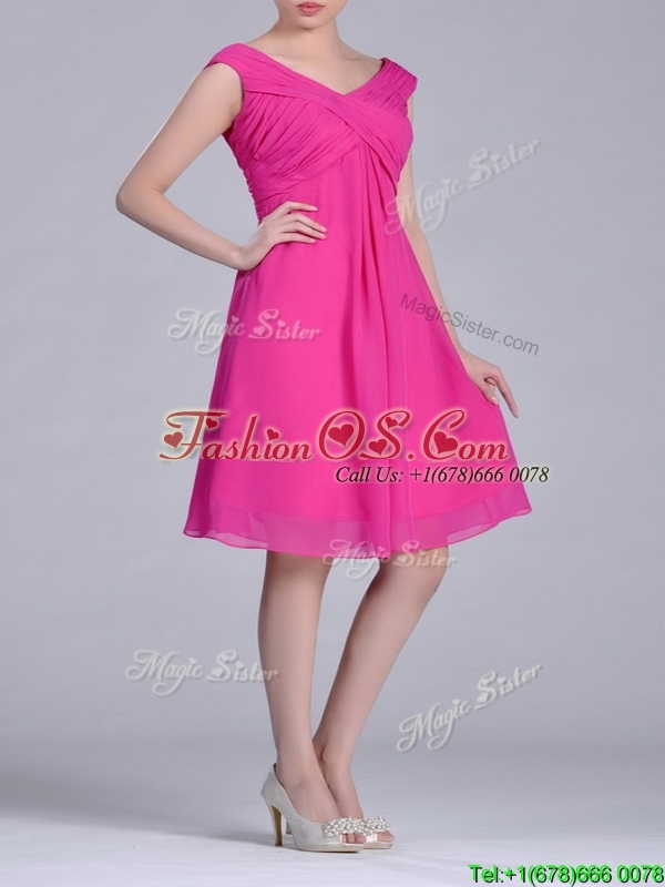 Hot Pink Empire Knee-length Chiffon Ruching Short Dama Dress for Graduation
